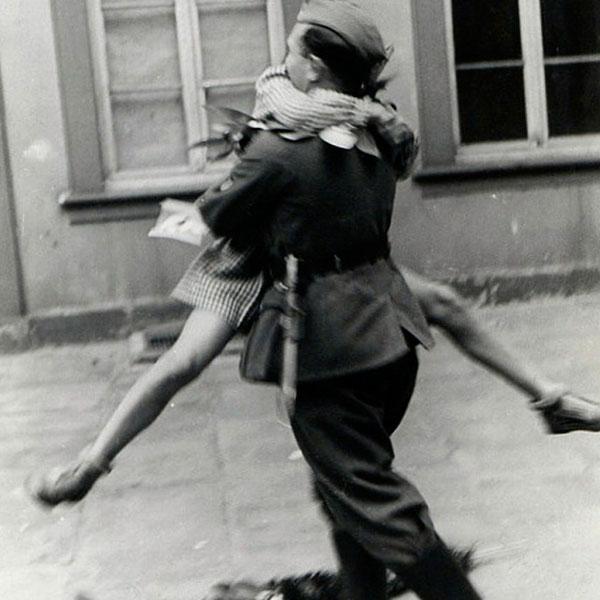 Casal se reencontra em 1940.